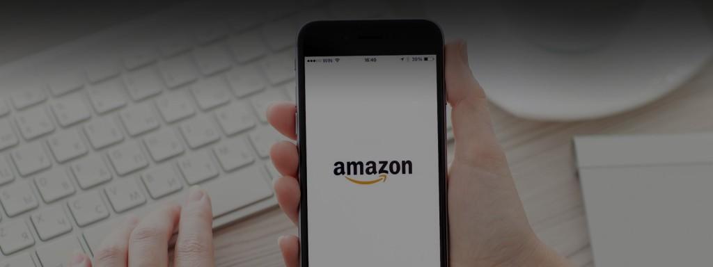 smartphone con logo amazon per le affiliazioni